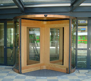 automatisch roterende houten koperen tourniquet deuren
